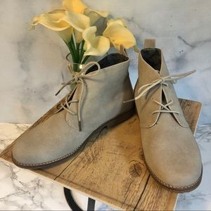 🆕 White Mountain Light Gray Ankle Boots Size 7.5
